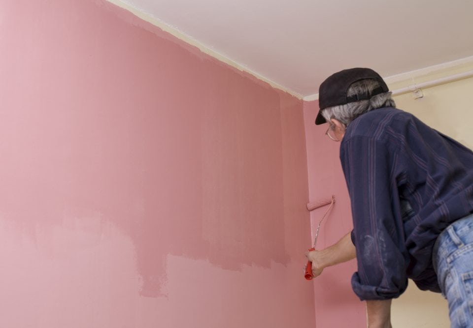 How Long Does It Take Paint to Dry From an Interior Paint Job?